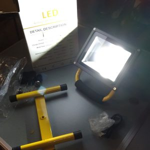 Amazon注文!:「KAWELL 充電式 作業灯 LED投光器 20w」