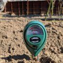 ジャガイモを植える予定の土壌PHを測定してみると・・・